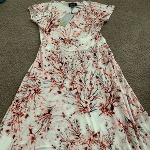 Dresses & Skirts - Size 8 pretty floral dress new with tag